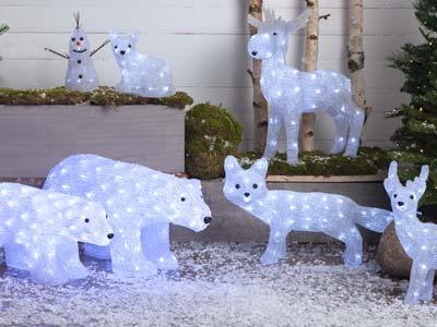 Decofiguren mit kaltweissen Licht wirken im Schnee sehr schön