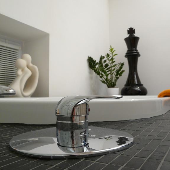 Schachfiguren als Dekoration im Badezimmer