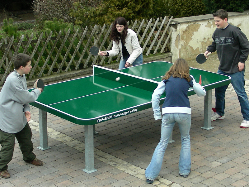 Tischtennistische, Ping Pong Schläger und Zubehör