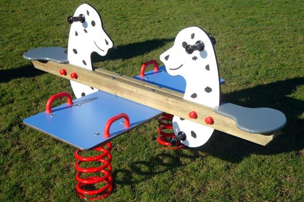 Federwipptiere für den Spielplatz Wipptiere fördern den Bewegungsdrang