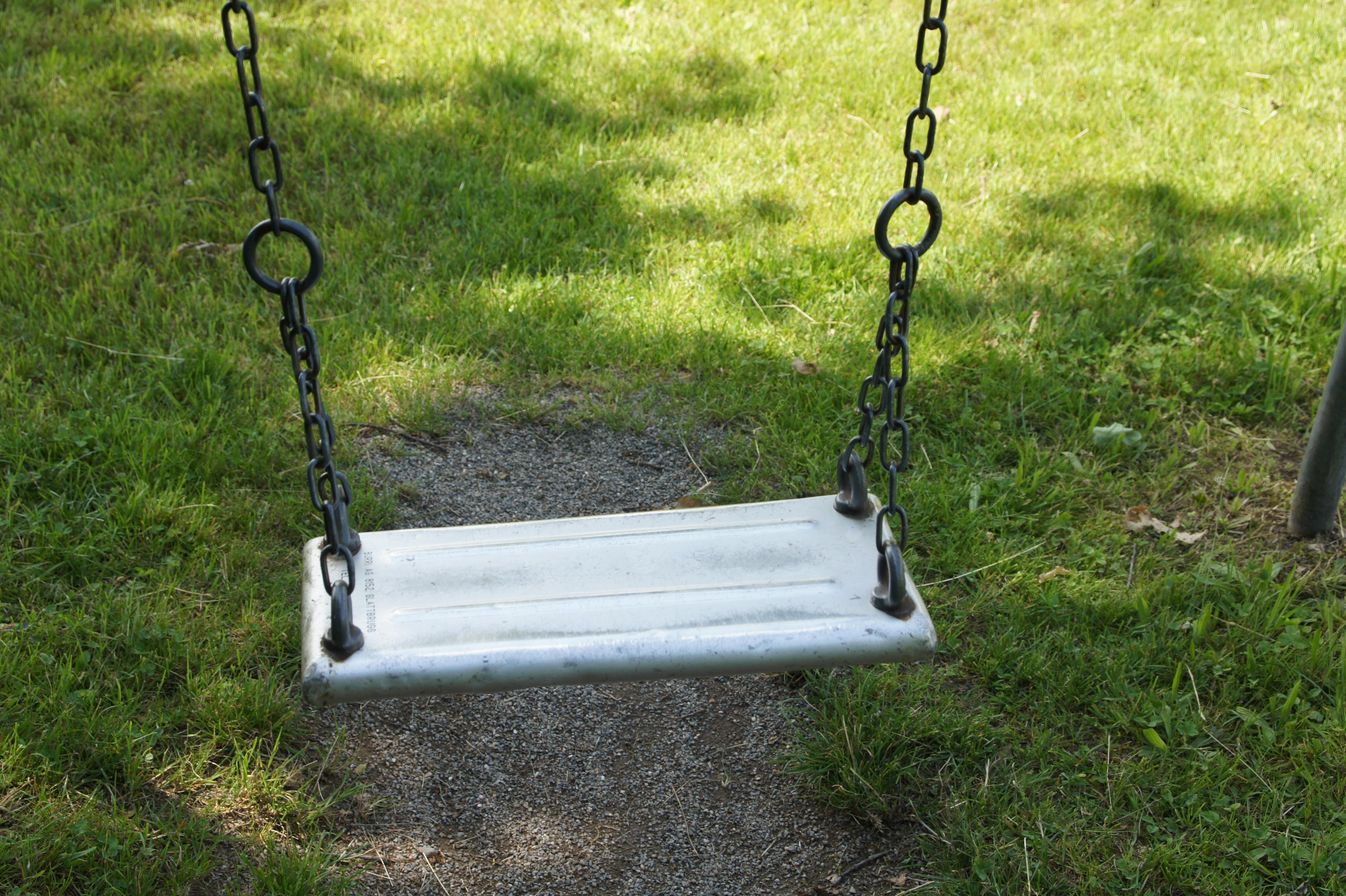 Verwenden Sie keine Schaukelsitze aus MetallErsetzen Sie Sitze mit Metall