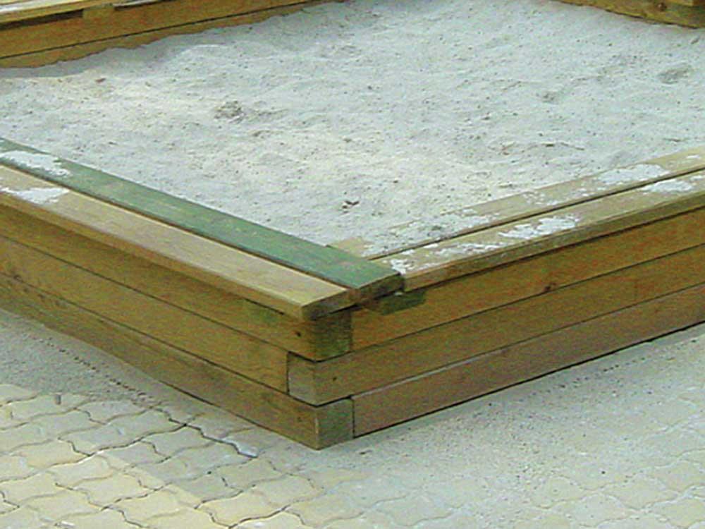 Sandkästen gebaut nach Spielplatznorm EN 1176