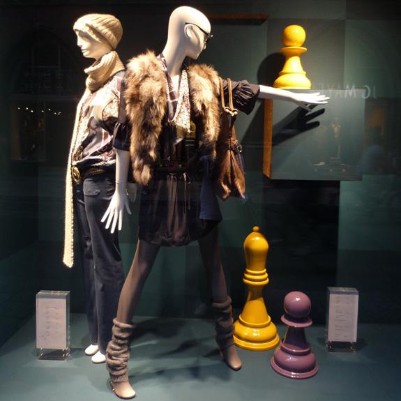 Giant-Chess Schachfiguren passen sich an