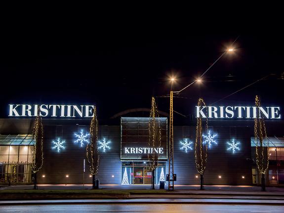 Fassadenbeleuchtung für die Weihnachtszeit mit Sternen und Scheeflocken