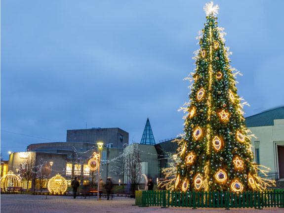 Festschmuck für Weihnachtsbäume und hochwertige Dekorationen