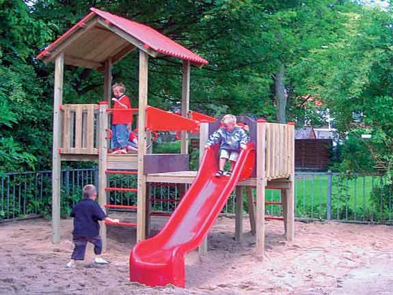 Sand als Fallschutz bei Spielplatzgeräten