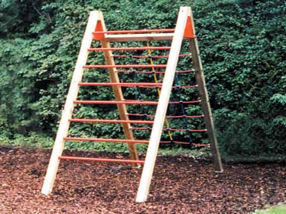 Holzschnitzel als Fallschutz bei Spielgeräten