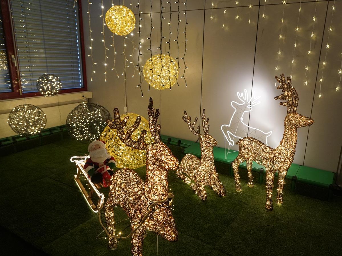 Leuchtkuglen und Rentiere