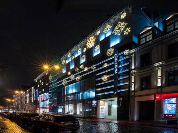Emotionelle Fassadenbeleuchtung mit Schneeflocken