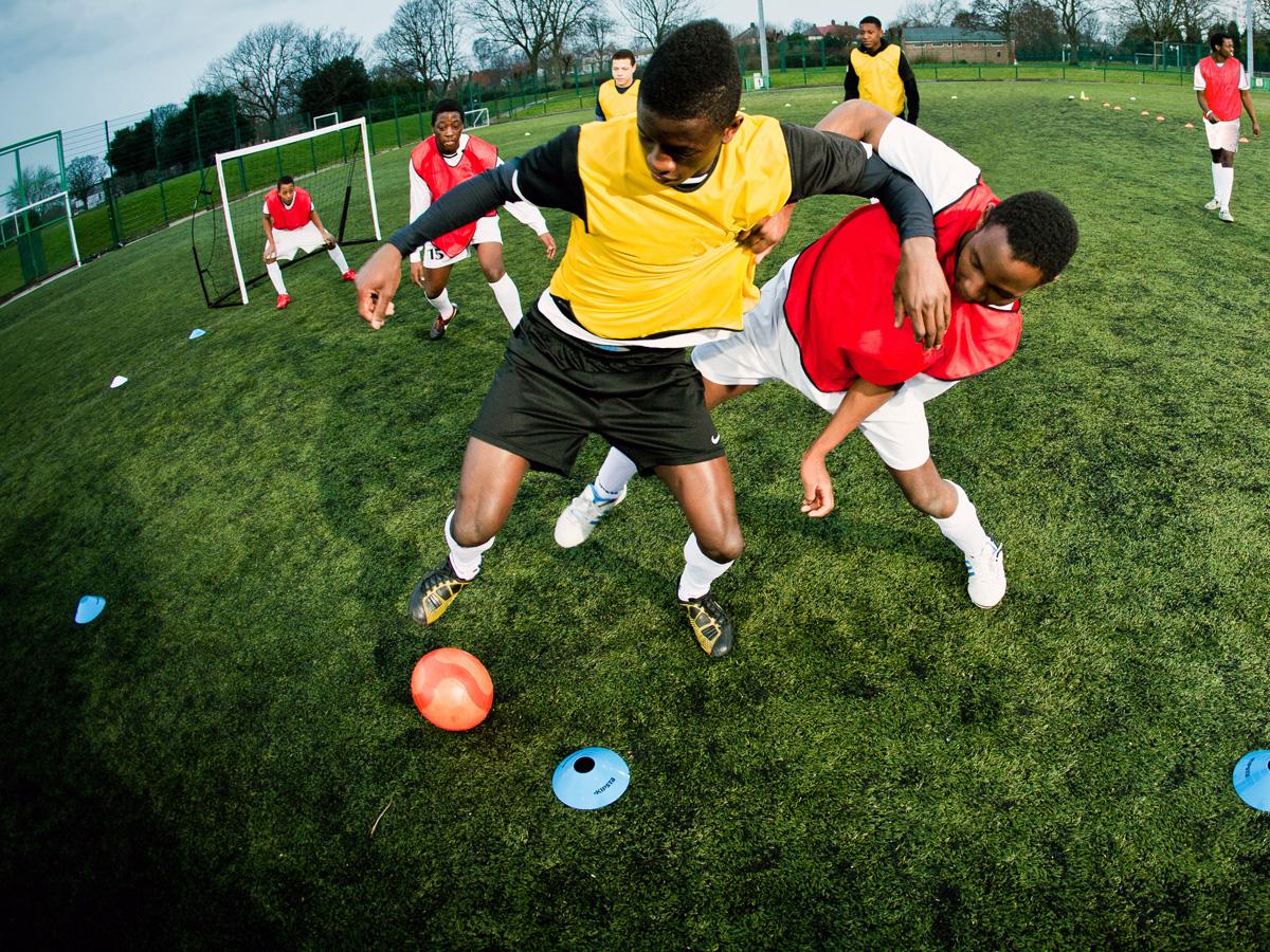 Fussball, der Kampf um den Ball
