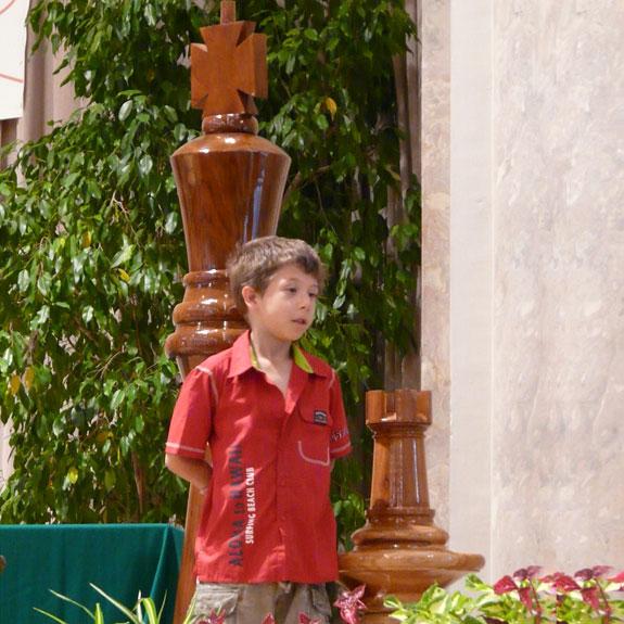 Riesenschachfiguren aus indonesisches Teak Holz