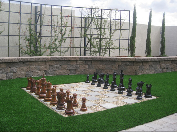 Schach im Garten mit Giant-Chess